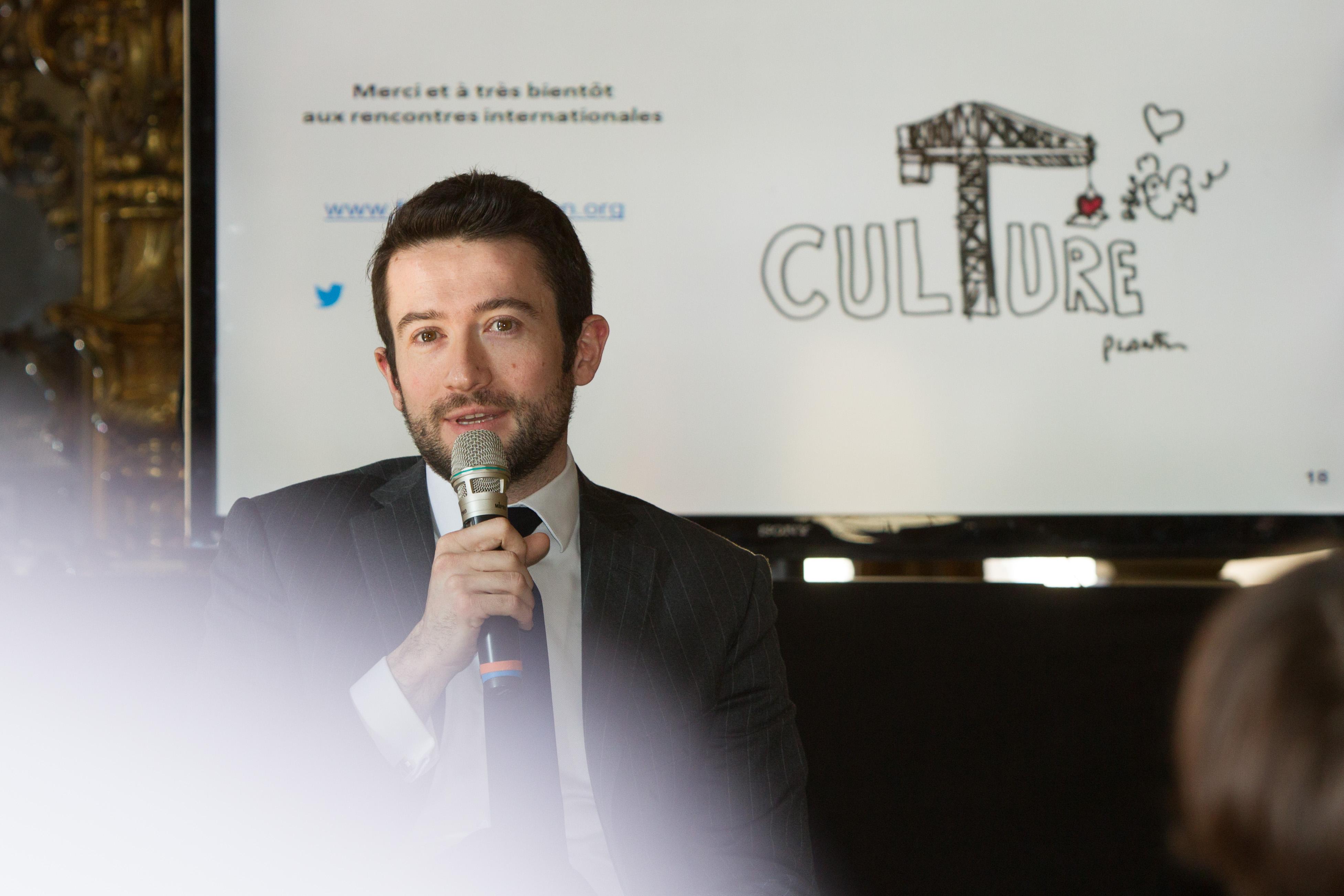 conference de presse forum d'avignon culture economie calmels robert portrait
