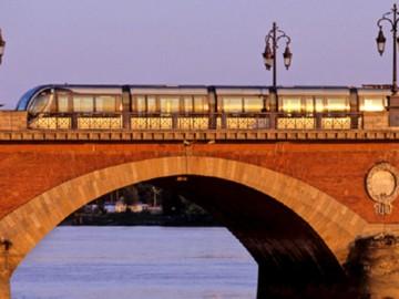 Pourquoi la réservation du pont de pierre aux déplacements doux est une bonne décision !